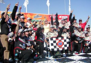 Kevin Harvick and Crew in Winners' Circle